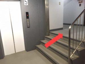 エレベーター降りた後
